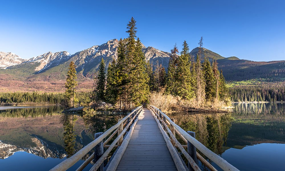 best photography spots at Pyramide lake in jasper