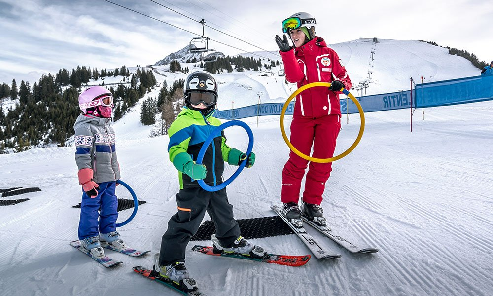 kids in ski lessons with ess Gryon