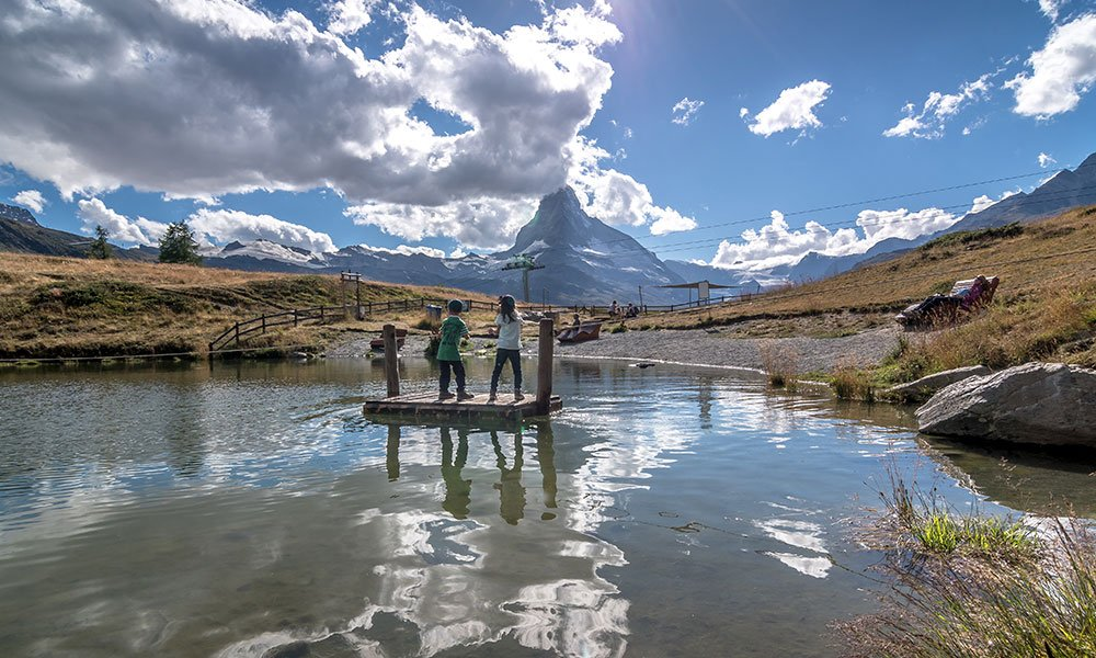 children playing at the Stellisee in Zermatt