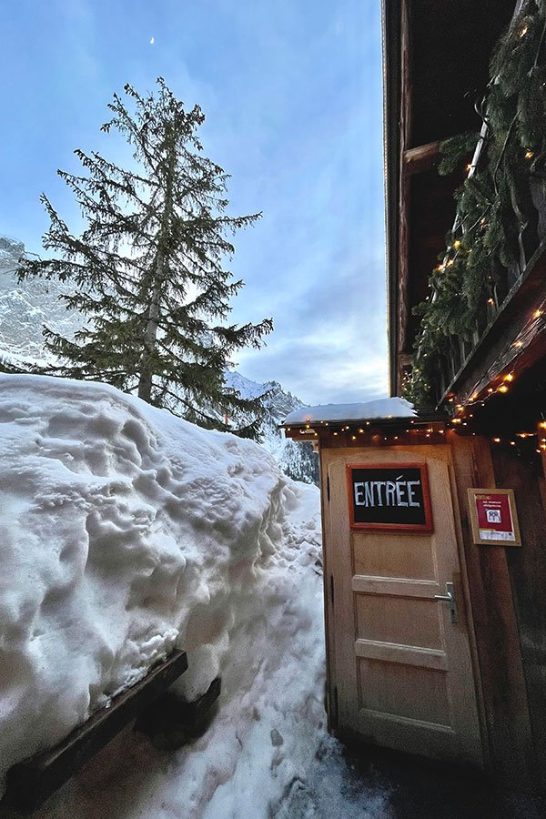 entry door to the refuge de sales in winter
