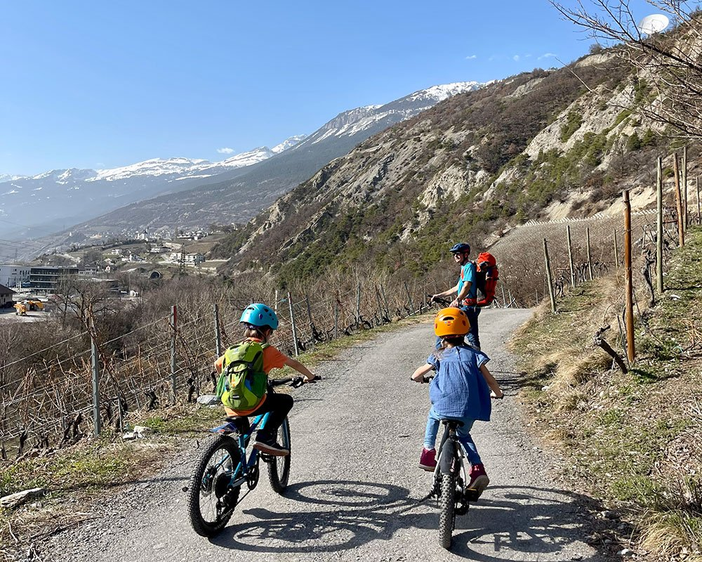 family on easy bike route in valais