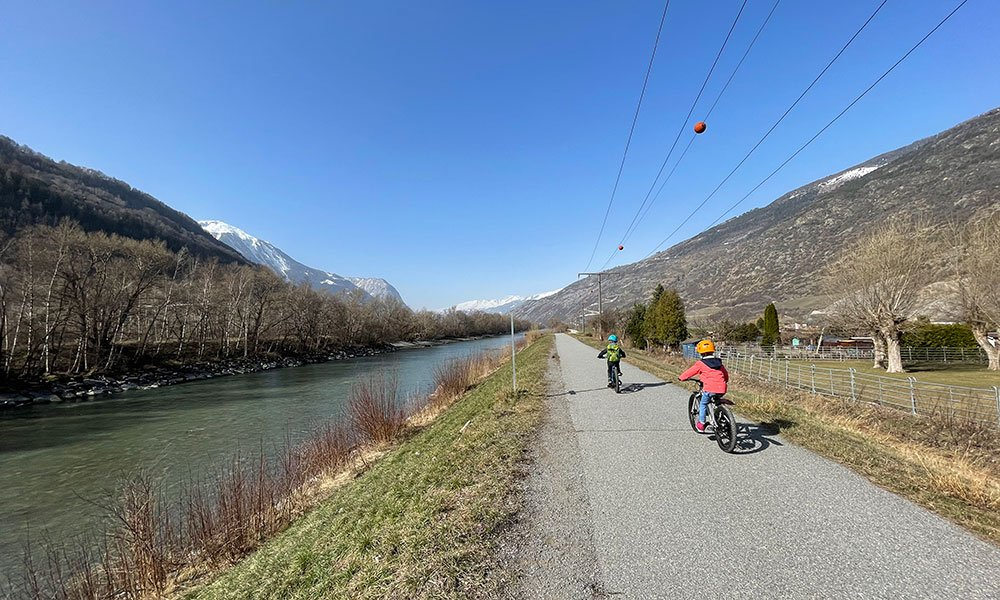 kids biking in valais on easy family bike route